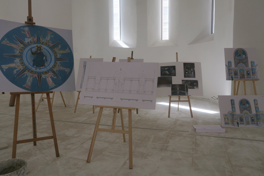 Les fresques sont déjà à l'état de schémas. Elles seront réalisées par un artiste venu spécialement de Russie.